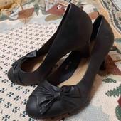новые черные туфли на каблучке