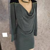 Фирменное красивое платье в отличном состоянии