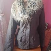 Красивенная теплая куртка с шикарным воротником