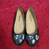 Легенькие красивые туфельки для девочки