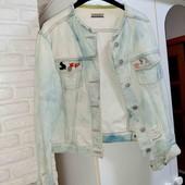 Крутой женский пиджак с прикольными значками