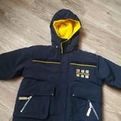Куртка на мальчика теплая в отличном состоянии