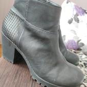 Чудове взуття на ніжку 26,5 см.