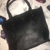 Класна, чорна, велика, вмістима сумка