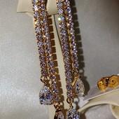 новинка! шикарные и нарядные серьги-гвоздики с белыми фианитами, позолота 585 пробы
