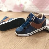 Весенние кроссовки,удобные,качество супер р.37,41