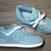 нежно голубые замшевые кросовки. 21.5-21.7 см