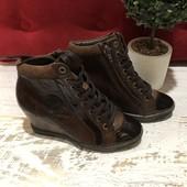 Элегантные нарядные фирменные ботинки.Кожа натуральная.Pataugas.Франция.37 размер.23,5 см