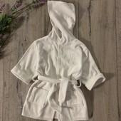 Банный халат для мальчика или девочки 3-6 месяцев. В хорошем состоянии.