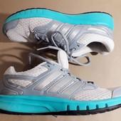 кроссовки из спортматериала Adidas оригинал,39,5 р,стелька 25,5-26 см,унисекс.