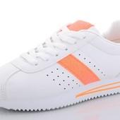 Белоснежные кроссовки в стиле Nike Cortez