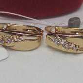 Нежные сережки с белыми цирконами 585пробы,высота серьги 1,5см,ширина 6мм.От золотых не отличить!