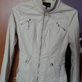 Курточка новая молочного цвета