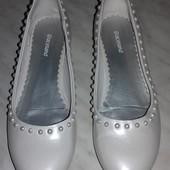 Красивенные туфельки,как новые.Размер -34 стелька-21 см.