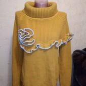 Красивый горчичный свитер 10/38 размера.