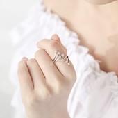 Женское нежное колечко из серебра. Размер 15,5-16