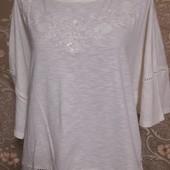 Свободная футболка с вышивкой и кружевом