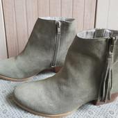 Ботинки із натуральної замші зовні і нат.шкіри всередині 38 рр і устілка 25 см.