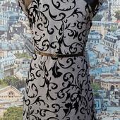 Элегантное платье-футляр с пояском.
