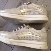 классные кожаные кроссы. р. 40. по подошве 28.6 см