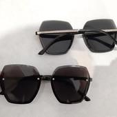 Солнцезащитные очки очень красивы и стильные