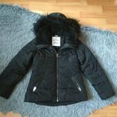 Теплая детская курточка на рост 122-128, с бантиком на кармане.