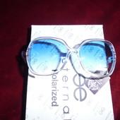 Солнцезащитные очки в прозрачной оправе в цвете морской лазури. крупные 100% защита