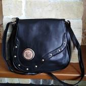 Женская сумка хорошего качества, закрывается надежно.