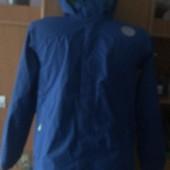 Куртка. ветровка, размер 10-12 лет 140-152 см. The North face.состояние хорошее