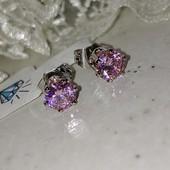 супер! очень красивые и нежные гвоздики, розовые фианиты 6*6 мм, форма тюльпан, родий