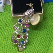Готовим подарочки!Красивая брошь,, Павлин ''украшена разноцветными цирконами,высота7.5см,ширина3см.