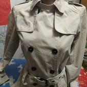 Куртка-плащ светлобежевого цвета на XS