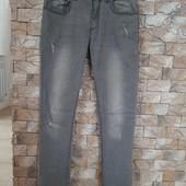 Фирменные джинсы в хорошем состоянии