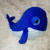мягкая игрушка с большими глазами Дельфин