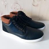 Мужские ботинки,,удобные,практичные,на ноге смотрятся супер, размери цвет в лоте.