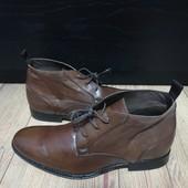 Ботинки із натуральної шкіри зовні і всередині 40 рр і устілка 26,5 см. Вітринна пара.