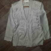 красивый белоснежный пиджак(фото с вспышкой)
