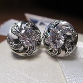 Акция к 8 Марта! Изысканные сверкающие серебряные серьги- 925 пр. .Новые с биркой!