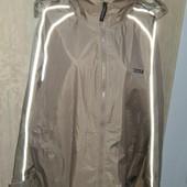 Продам ветронепродуваемую и водонепроницаемую курточку. Пог 66,5см. Идеальное сост. См. замеры.
