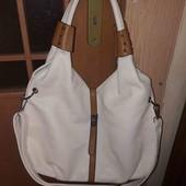 Велика вмістка сумка світлого кольору!
