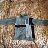 Теплый,уютный мужской свитер.