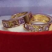 Новинка!!Хорошенькие серьги колечки с нежными разноцветными цирконами.Очень милые,позолота 585 пробы