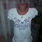 класнюча блузка з вишивкою