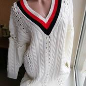Белый удлиненный свитер с косами v-вырез контрастный ворот e.lk.