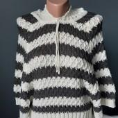 Красивый свитерок. Состояние отличное. Размер XS
