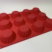 Форма для выпечки кексов и маффинов силиконовая на 12 шт