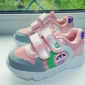 Качественные, лёгкие, стильные кроссовки для девочек.