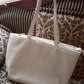 Світла сумка із перфорацією від Avon, 10% знижка на УП
