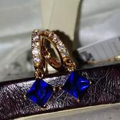 изящные и нарядные серьги с фианитами и синим алпанитом, позолота 585 пробы