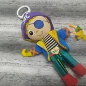 Яркая игрушка погремушка на коляску для мальчика